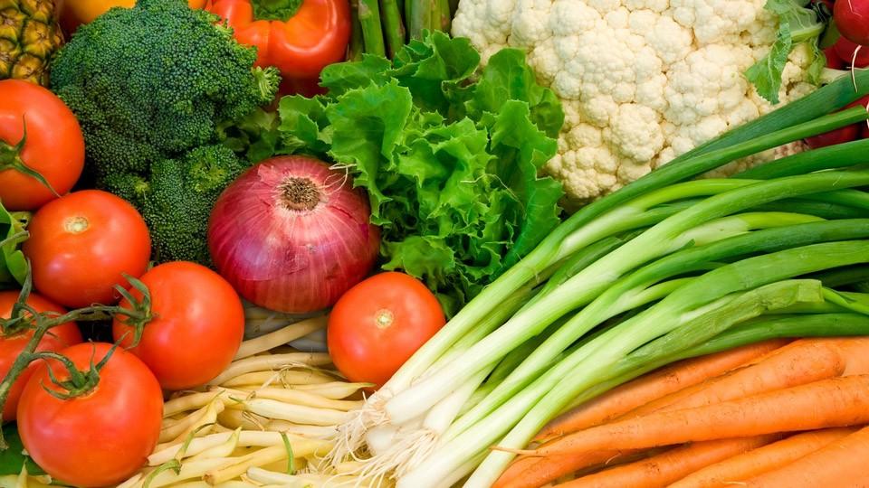 Почему помидоры кладут среди овощей, несмотря на то, что это фрукты? Мы упорядочиваем мир не всегда логично.